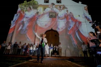 """Farid Nema, """"Pilón"""", deleitó con retahílas reapertura del templo de San Blas en julio 2019. Crédito Casa Presidencial"""